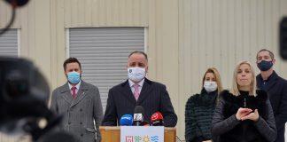 Zľava primátor Bratislavy Matúš Vallo, župan BSK Juraj Droba, riaditeľka Úradu BSK Patrícia Mešťan a vicežupan pre zdravotníctvo Juraj Štekláč