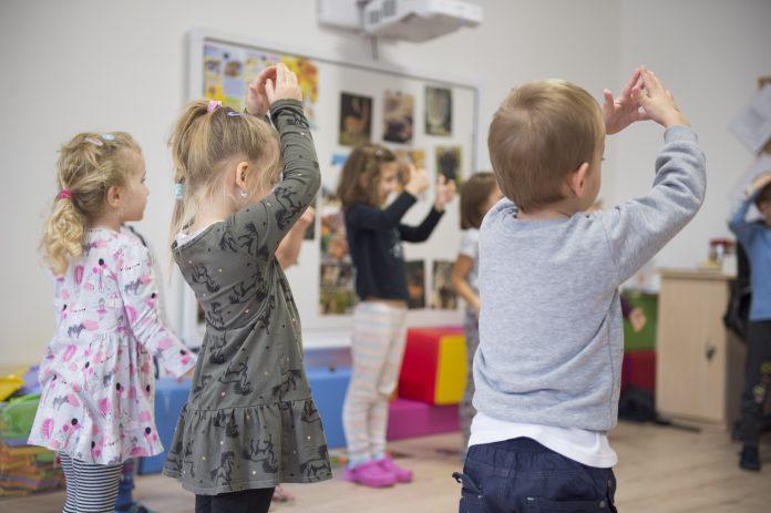 Na fotografie je škôlka, ktorá slúži pre prax budúcich učiteliek a vychovávateliek zo Strednej odbornej školy pedagogickej na Bullovej ulici. Práve odborné školy sú tie, kde je dištančné vzdelávanie ťažko realizovateľné.