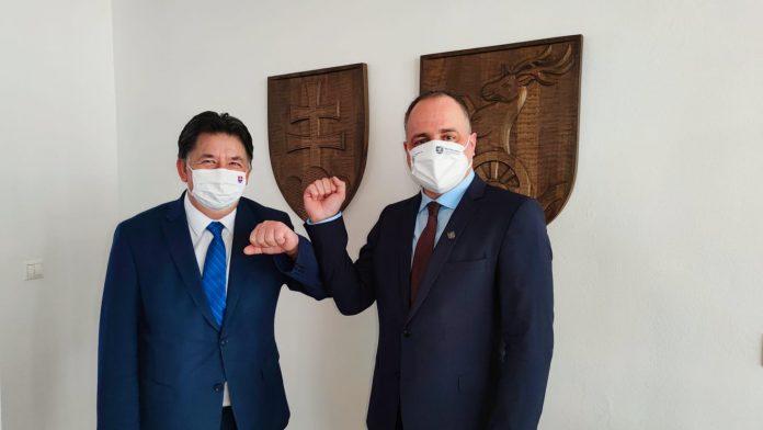 Zľava minister životného prostredia Ján Budaj a župan Juraj Droba