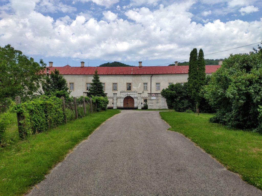 Kaštieľ v Plaveckom Podhradí slúžil po hrade ako druhé sídlo šľachtického rodu Pálffyovcov.