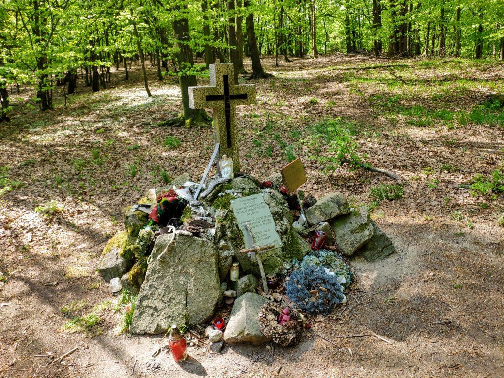 Sakrakopec, pamätník