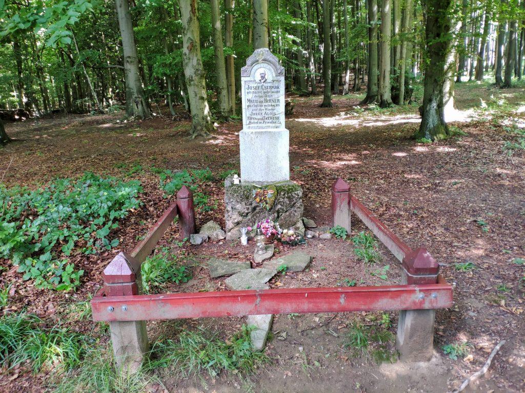 Čermákova lúka, pamätník