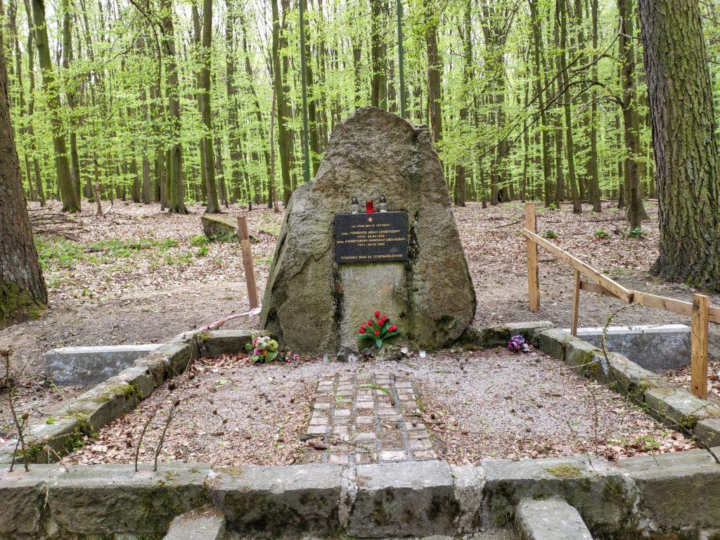 Malý Slavín, pamätník sovietskych vojakov