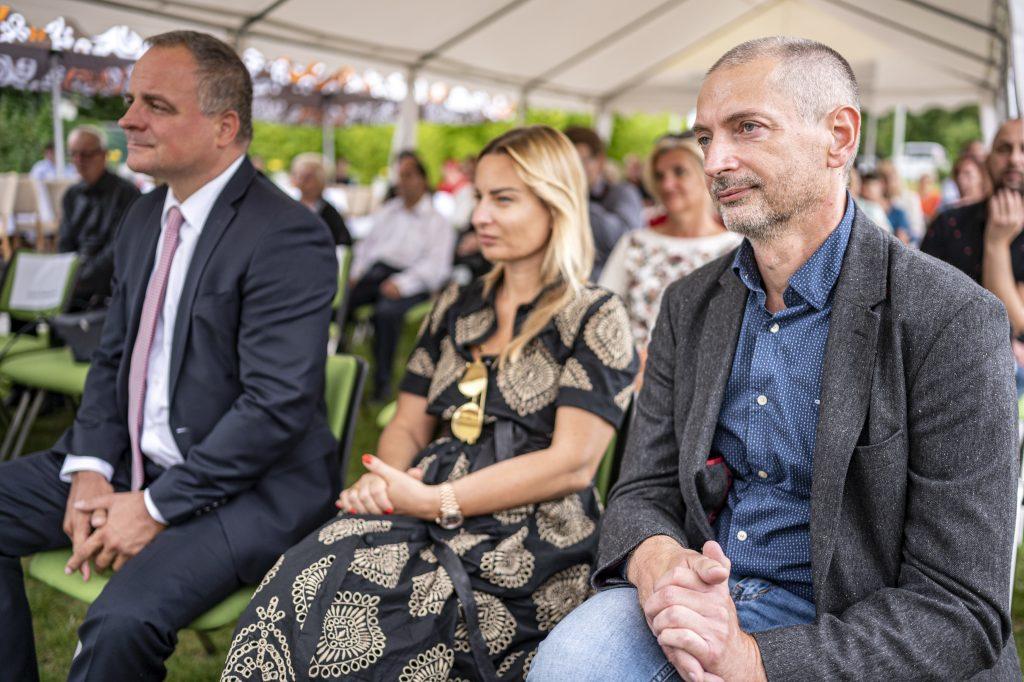 Zľava župan Juraj Droba, riaditeľka úradu Patrícia Mešťan a vicežupan Juraj Štekláč