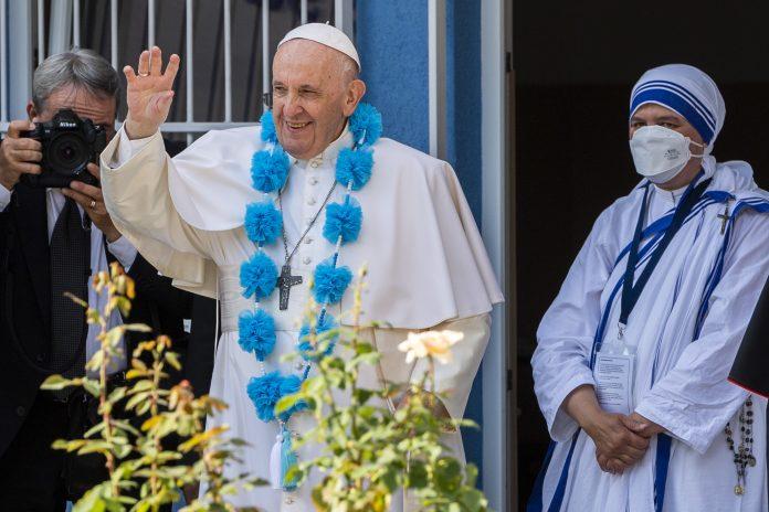 a snímke pápež František máva počas súkromnej návštevy centra Betlehem 13. septembra 2021 v Bratislave. Foto: TASR