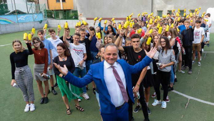 Župan Juraj Droba počas otvorenia školského roka 2019/ 2020 na Gymnáziu Jána Papánka na Vazovovej.