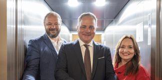 Zľava starosta Dúbravky Martin Zaťovič, župan Juraj Droba, predsedníčka OZ NÁRUČ Senior & Junior Anna Ghannamová